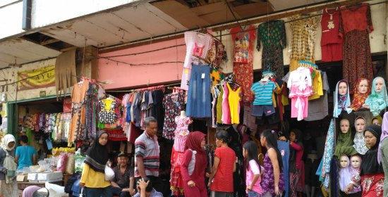 Persaingan pedagang pakaian pasar tradisional melawan toko modern